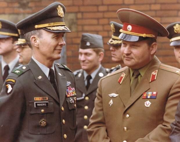 MG_John_E._Rogers_(USA),_lieutenant_Colonel_Alexander_Dorofeev._(Soviet_Union)._W.Berlin.1981.jpg