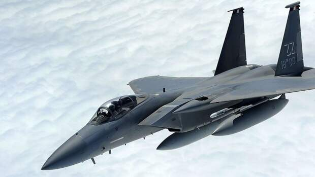 Пентагон провел на Аляске учения с боевыми парами из истребителей F-15 и F-35