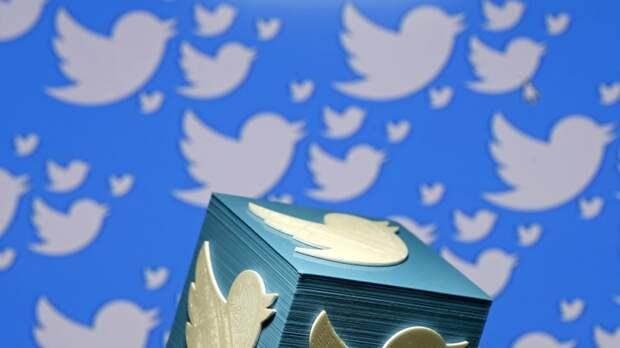 Роскомнадзор отказался от идеи блокировать Твиттер. Но на мобильных устройствах замедлять соцсеть продолжат