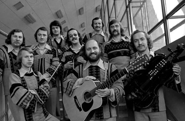 Музыкальный тест: Продолжите строчки популярных советских песен