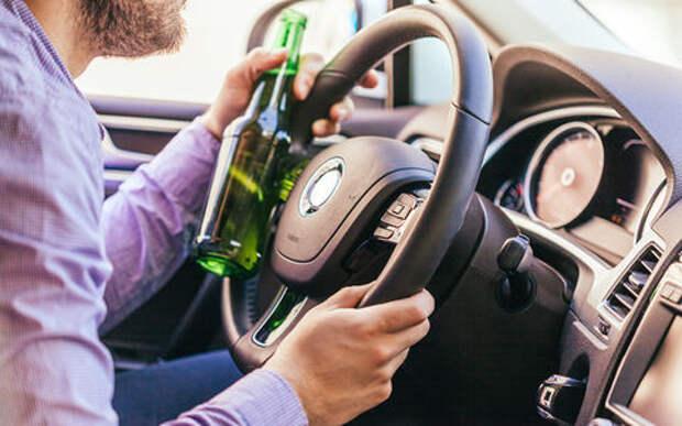 Пластик - невкусный! Пьяный водитель пытался съесть права