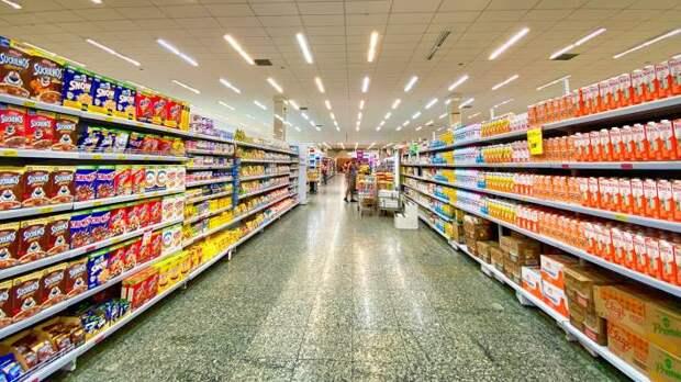 Хазин объяснил, почему США ждет «курица на человека в неделю» вместо полных магазинов