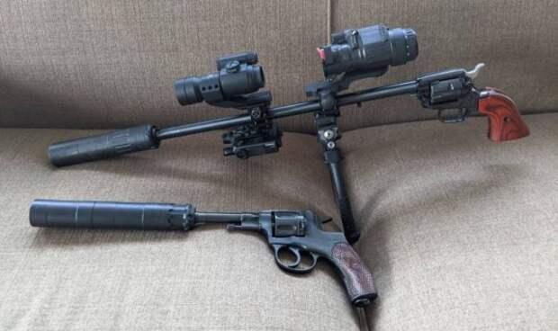 Револьвер с глушителем