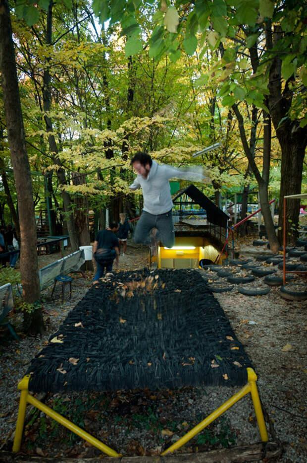 Итальянец водиночку построил парк аттракционов влесу