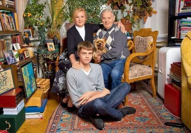 Наталья Селезнёва и Владимир Андреев с сыном Егором. / Фото: www.7days.ru