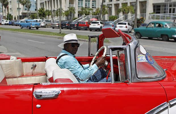 Куба советует прилетающим на остров туристам не брать с собой наличные доллары