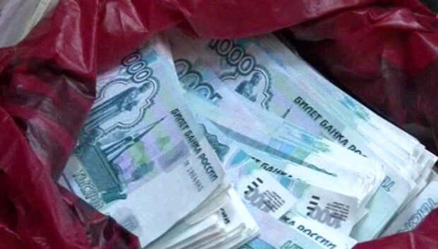 В Крыму полицейские помогли вернуть мужчине потерянный пакет с деньгами