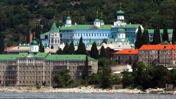 Монастырь Святого великомученика и целителя Пантелеимона на Афоне.