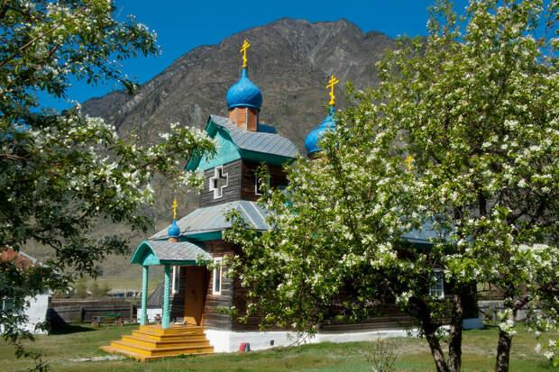 Храм Святителя Николая в Коо.