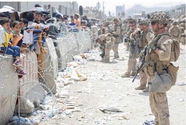 Талибы обвинили США в беспорядках в аэропорту Кабула