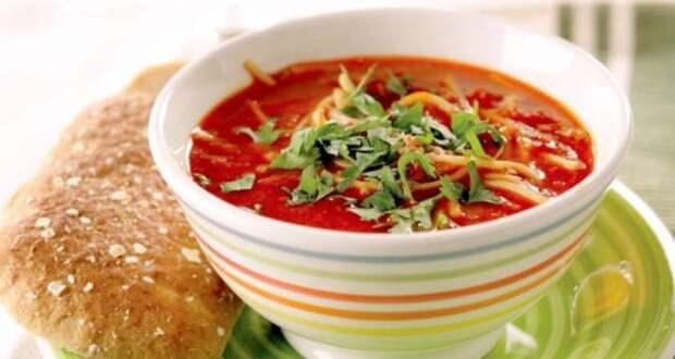 Томатный суп с сыром.