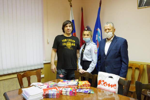 Член Общественного совета при УВД по ЮВАО посетил волонтерскую организация по сбору помощи для школьников