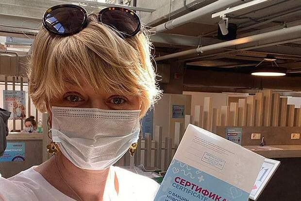 «Антипрививочники очень агрессивны!»: Юлию Меньшову и других звезд затравили после вакцинации от коронавируса