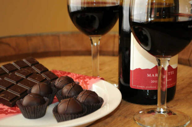 Вино и шоколад.