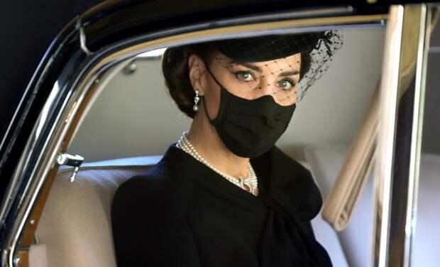 Кейт Миддлтон необычным способом почтила память принцессы Дианы на похоронах принца Филиппа