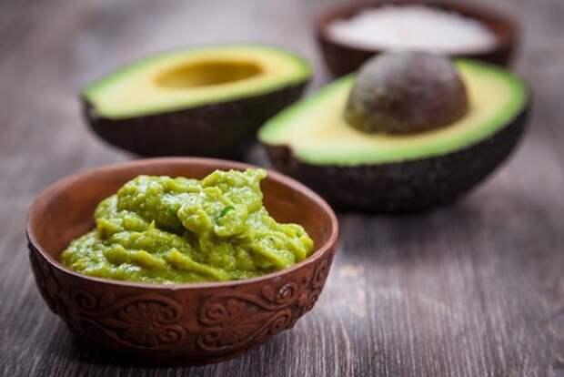 Натуральные масла и авокадо уберут мешки под глазами