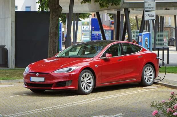 Илон Маск запретил продажу Tesla за биткоины