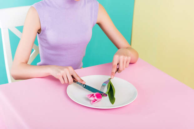 Бери конфету: эксперт рассказал, почему не стоит изнурять себя диетами и бояться сладкого
