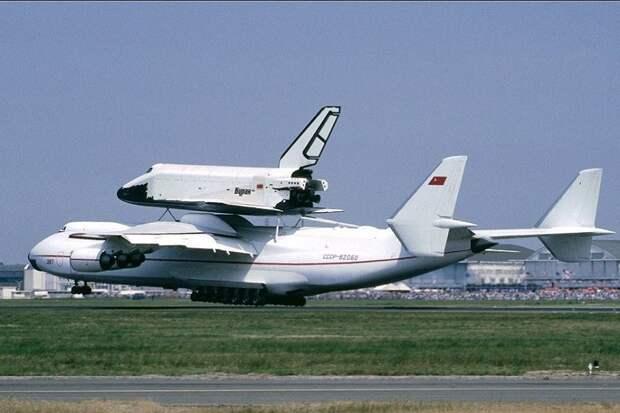 Загнать самолет «Мрия» в «ангар декоммунизации»