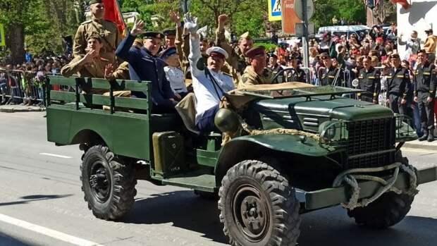 На параде Победы в Кемерове воспламенилась военная техника