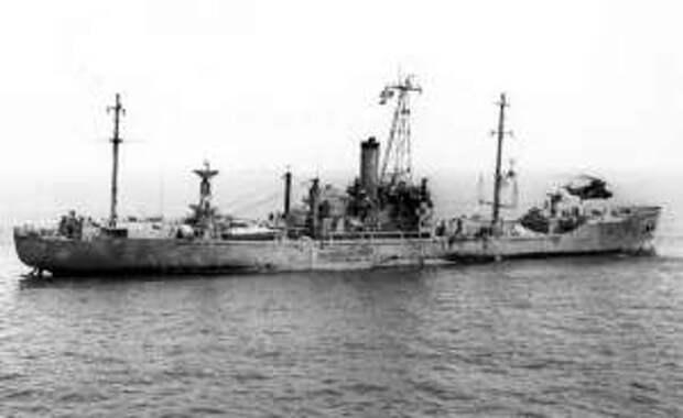 Высадка спасателей на USS «Liberty», повреждённый в инциденте 8 июня 1967 г.