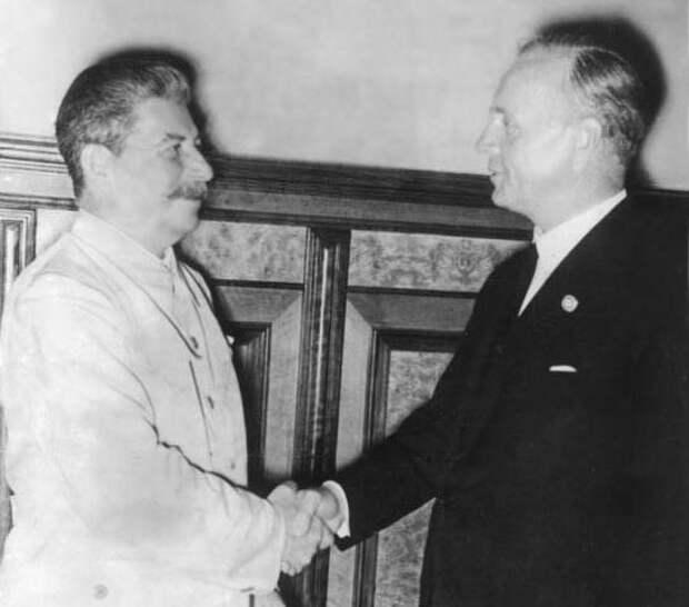 23 августа 1939 года. Сталин и Риббентроп в Кремле Фото: © wikipedia.org