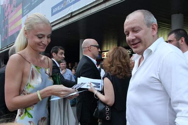 Актер с женой Ксенией Фото: Борис КУДРЯВОВ