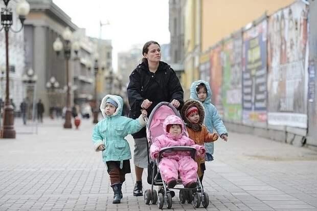 В национальном родкоме предложили ввести в России бесплатный проезд в транспорте для многодетных семей