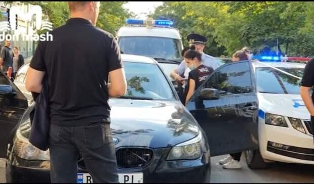 Вцентре Ростова неизвестный расстрелял автомобиль, есть пострадавший
