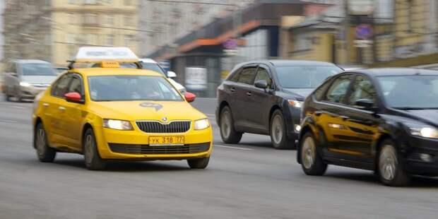 Таксист на Большой Академической выпросил штраф для пассажира