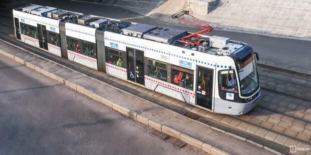 На проспекте Мира рабочий упал с 20-метровой эстакады на трамвай