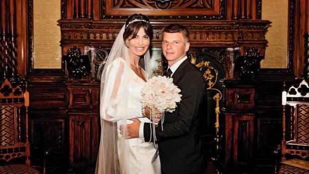 Мать Аршавина обвинила экс-жену сына в мошенничестве