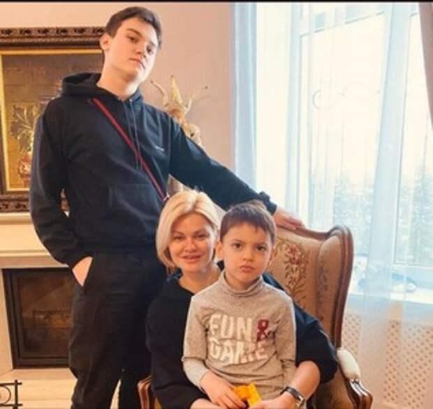 Ирина Круг показала новые фото взрослого сына. Он копия своего отца