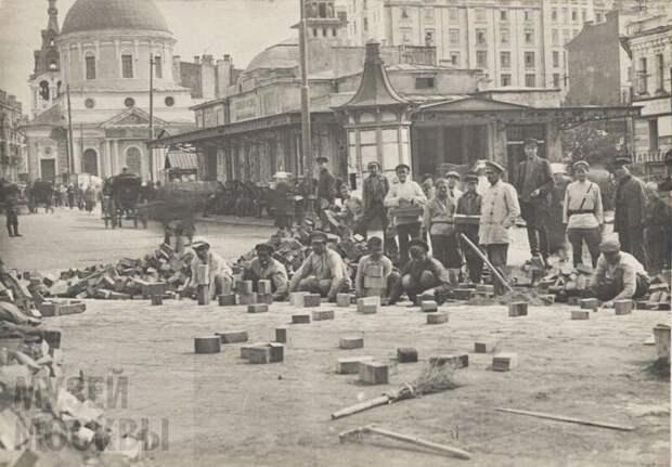 Вековые традиции укладки плитки в Москве, Тверская улица, 1920-е годы
