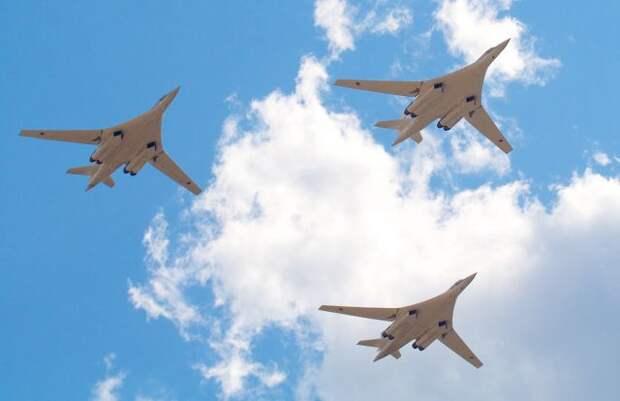 Бомбардировщики Ту-160 выполнили плановый полет над Баренцевым морем