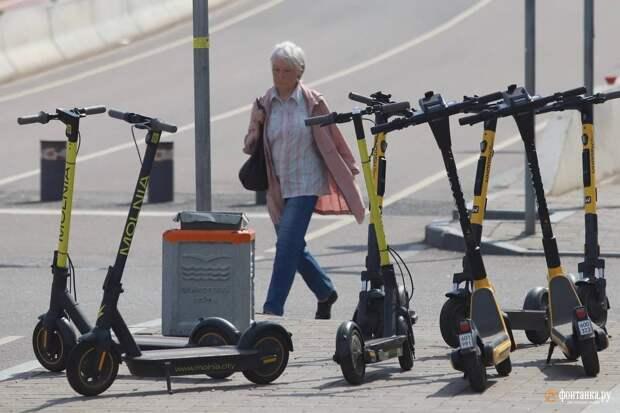 Дураки, дороги и электросамокаты. Петербург прирастает новой бедой