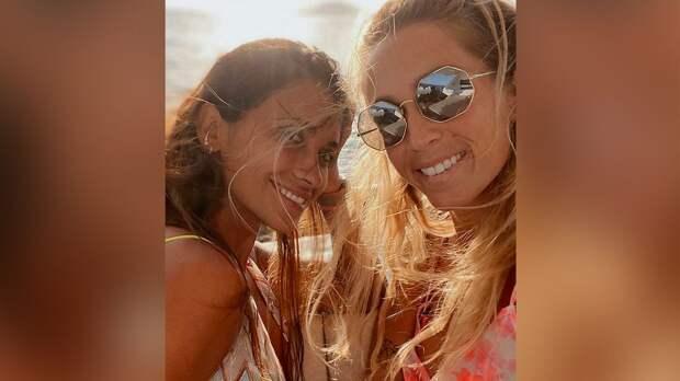 Супруга Месси попрощалась с женой перешедшего в «Атлетико» Суареса, доведя подругу до слез