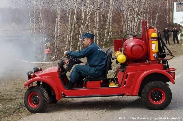 Ничего не напоминает? По-моему, именно так должен выглядеть автмобиль Винтика и Шпунтика, то, который ездил на газировке. Бочка для газировки - присутствует!))) авто, кинешма, мотоколяска