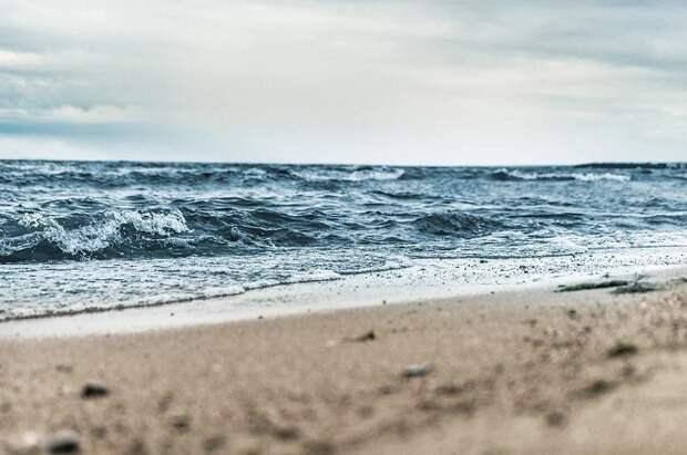 В Анапе из-за волн запретили купание в море