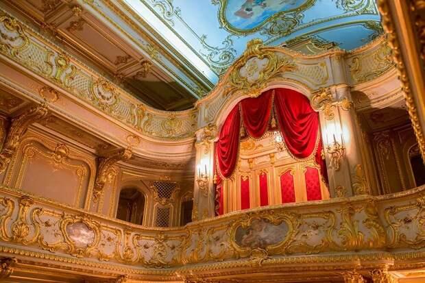 Вдомашний театр Юсуповского дворца стоит попасть хотя быради интерьера. Источник:PukhovK/Shutterstock