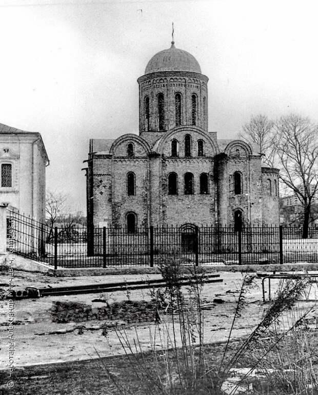 Церковь Петра и Павла в Смоленске. Вид с юга. Фотография.