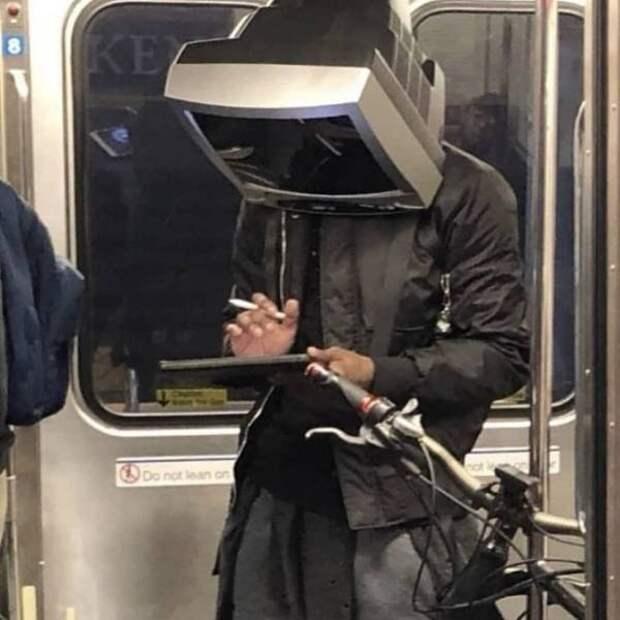 Странные и неожиданные пассажиры метро (19 фото)