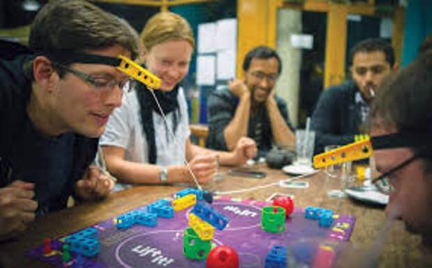 Как разнообразить вечеринку: застольные игры