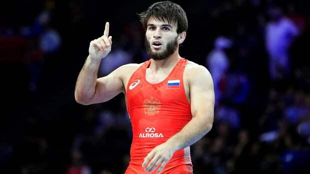 Борец Рашидов выиграл золото ЧМстретьей попытки. Ему пришлось перейти волимпийский вес