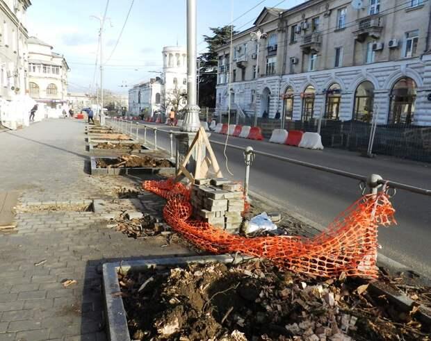 Центр Севастополя зачистили от деревьев