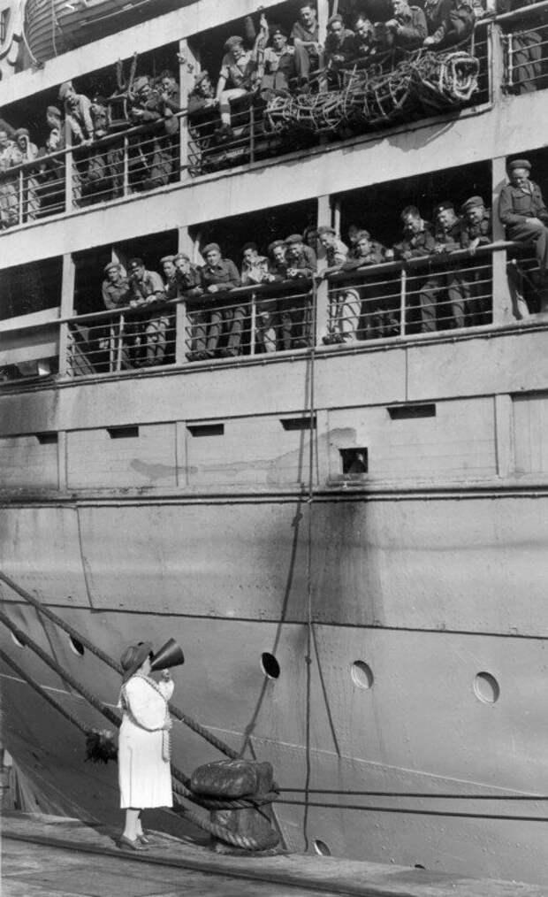 """Оперная певица Перла Седле Гибсон — """"Леди в белом"""", 1940–е годы, в гавани Дурбана история, ретро, фото"""