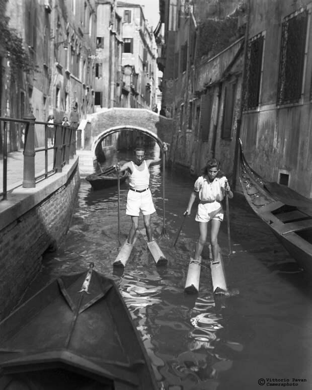 Редкие фотографии известных людей, отдыхающих в Венеции в 1950-60-е годы 22