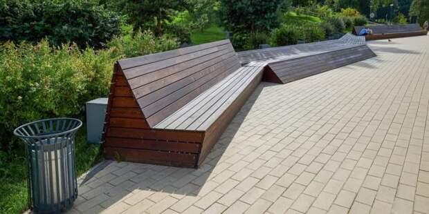 В парке «Вагоноремонт» починили скамейку и убрали пень