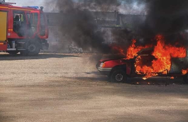 Три собутыльника в Симферополе обокрали и подожгли чужую машину