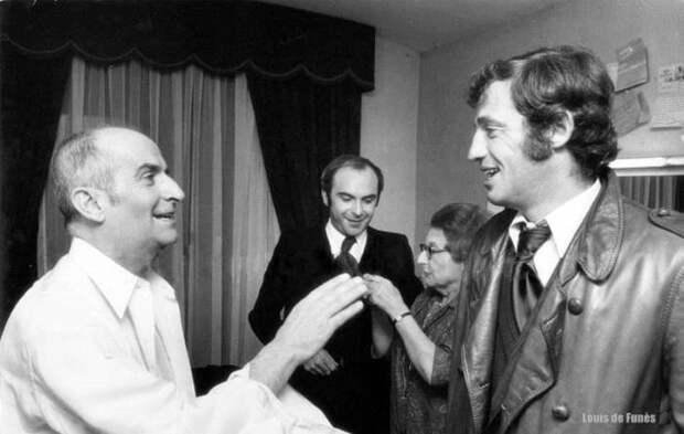Луи Де Фюнес и Жан-Поль Бельмондо за кулисами после вручения премии Оскар.